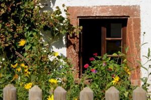 Höfgen, Fenster mit Porphyrgewände