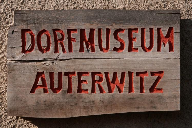 Auterwitz, Schild