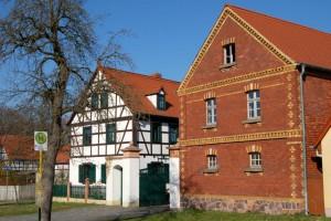 Dreiskau-Muckern, Gehöft 1